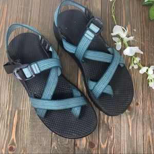 Chaco women's size 8 sandals blue grey white